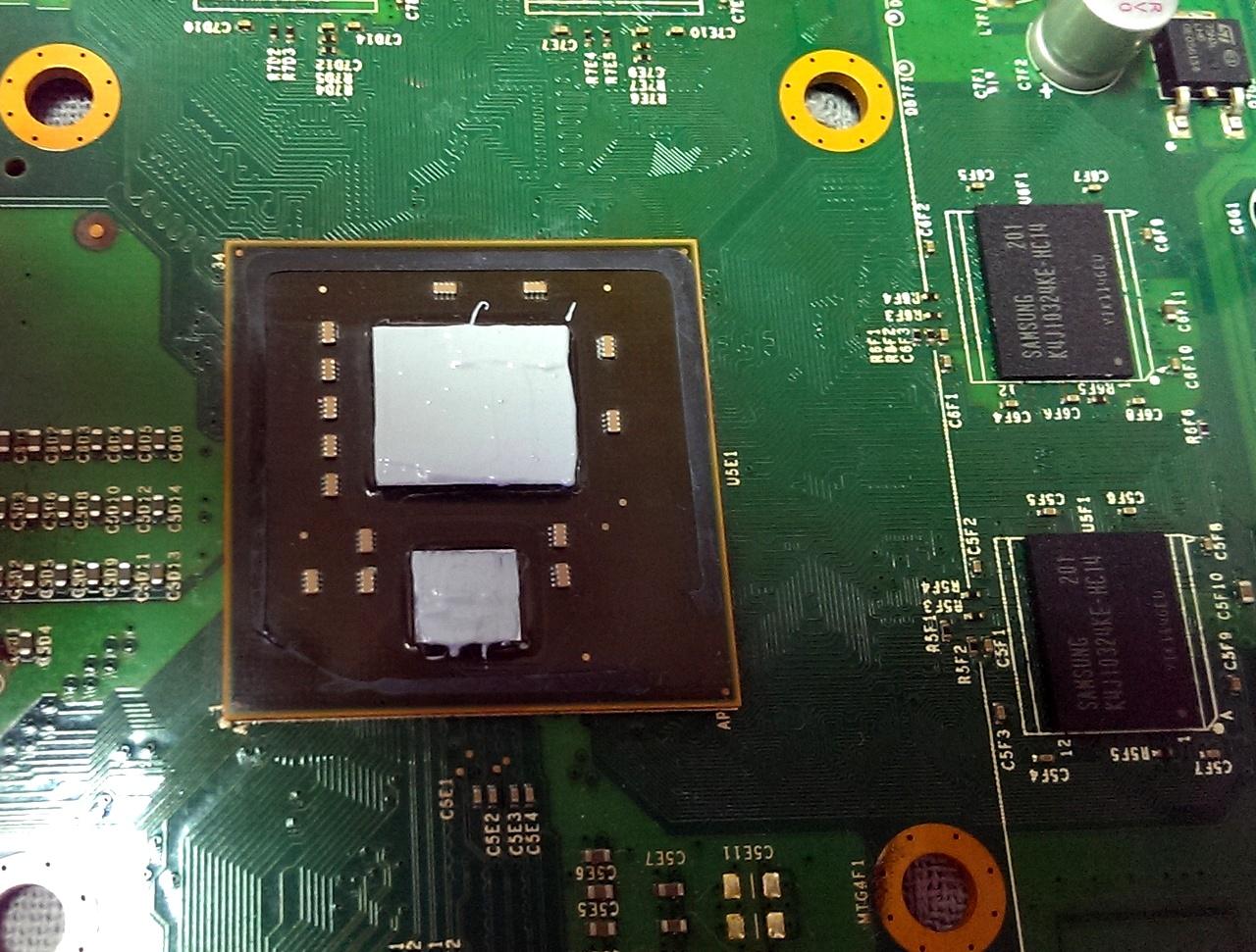 Замена теплопроводящей пасты игровой консоли Xbox 360 Slim